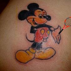 臀部米老鼠纹身图案
