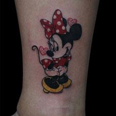 脚踝上的米老鼠纹身图案