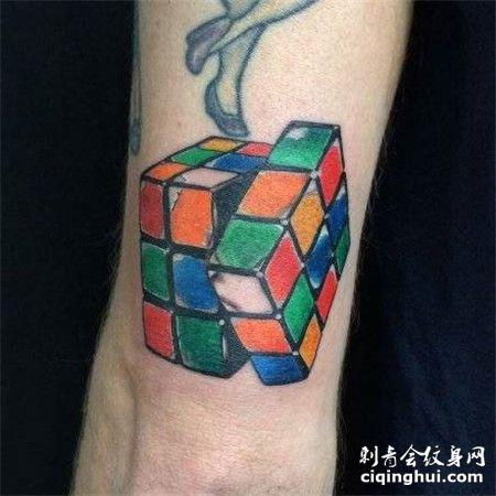 旋转的六色魔方纹身图案