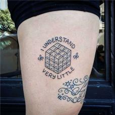 大腿上表情符号魔方纹身