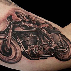 大臂内侧摩托车纹身图片