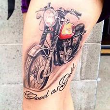 大腿红色摩托车纹身图案
