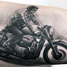 大臂内侧摩托车纹身图案