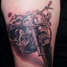 大腿摩托车纹身图案
