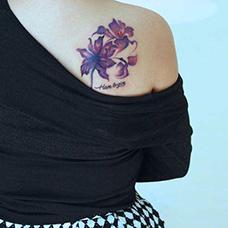 肩部遮盖木棉花纹身图片
