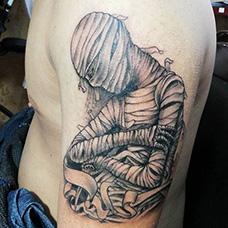 大臂恐怖木乃伊纹身图案