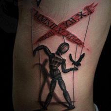 腰部个性木偶人纹身图案