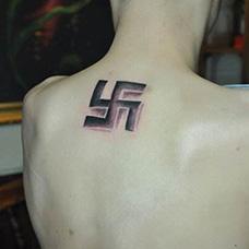 肩部纳粹符号纹身图案