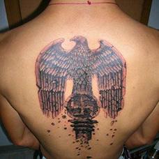 背部纳粹标志纹身图案