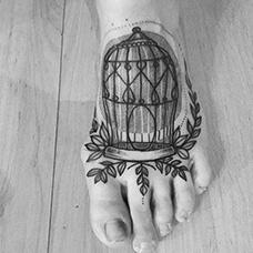 脚背鸟笼纹身图案