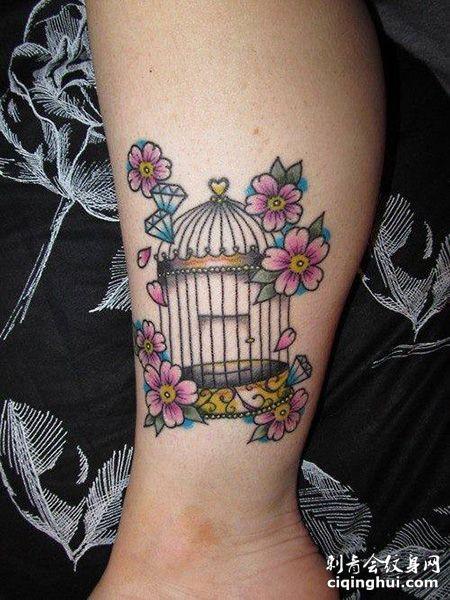 小腿樱花鸟笼纹身图案