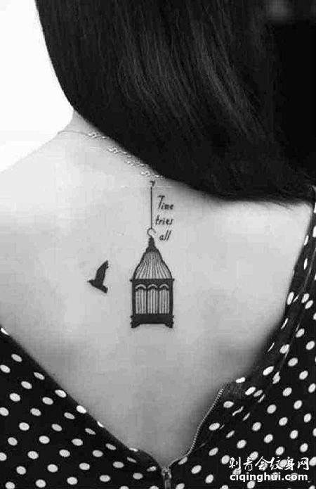 女生背部小鸟笼纹身图案
