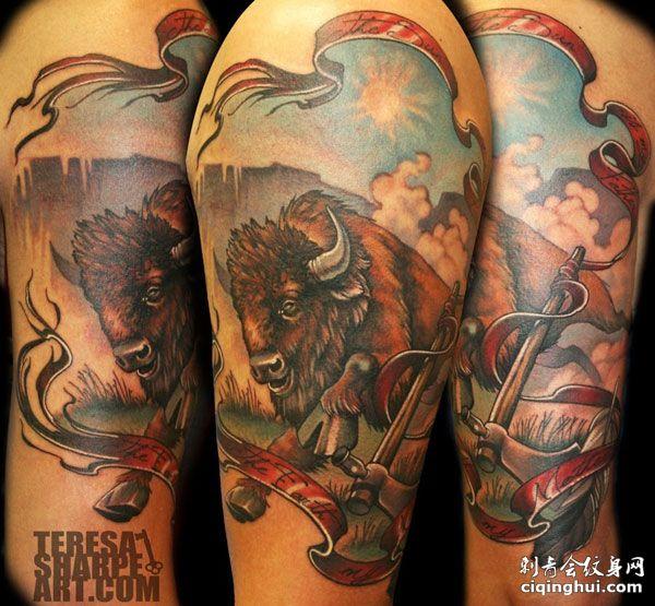 手臂上的野牛纹身图案