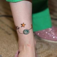 小清新纽扣脚链纹身图案