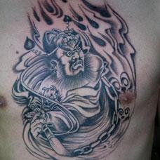 胸部判官纹身图片