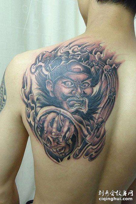 背部判官纹身图片