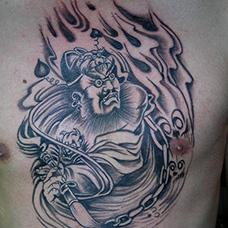 男士胸前判官纹身图案