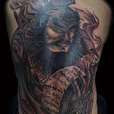 男士背部判官纹身图案