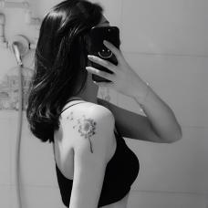 性感美女手臂蒲公英胎记遮盖纹身
