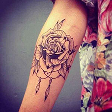 手臂蔷薇花纹身图片