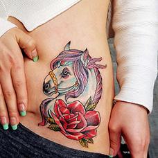 腰部蔷薇和马纹身图片