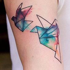 大臂水墨千纸鹤纹身图案