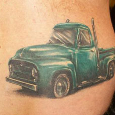 后腰上的汽车纹身图案
