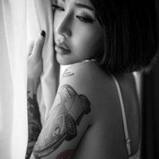 美女大臂性感汽车纹身图案