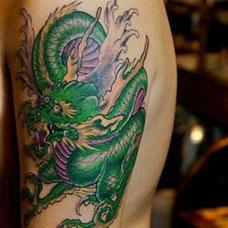 大臂青龙纹身图案