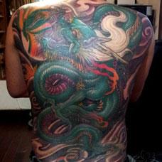 满背霸气的青龙纹身图案
