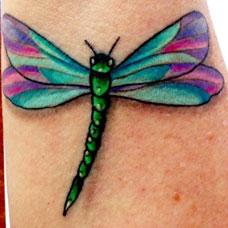 手臂蜻蜓纹身图案