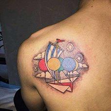 肩部气球纸飞机纹身图案