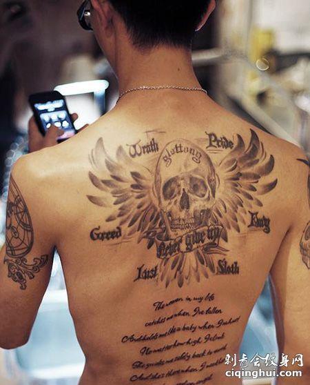 背部七宗罪和骷髅纹身图案