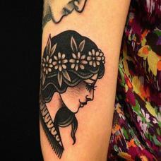 小臂女人头纹身图案