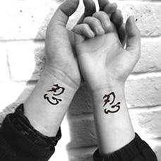 情侣手腕忍字纹身图片