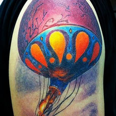 大臂有创意的热气球纹身图案