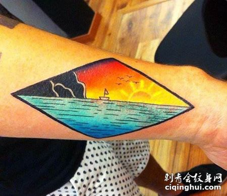 手臂菱形卡通日出纹身图片