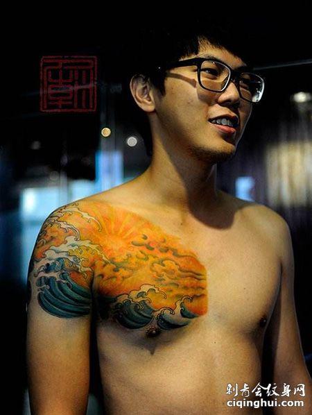 半甲海上日出纹身图案
