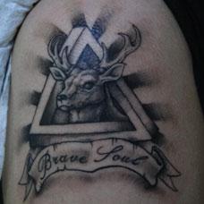 大臂三角形眺望自由的麋鹿纹身图案