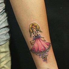手臂可爱的SD娃娃纹身图案
