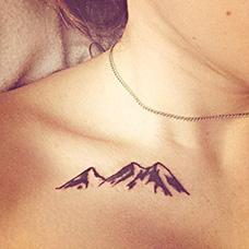 女生锁骨山脉纹身图案