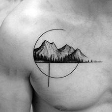 胸前有创意的山脉纹身图案