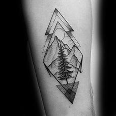 手臂创意菱形山脉纹身图案