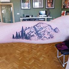 大臂山脉纹身图片
