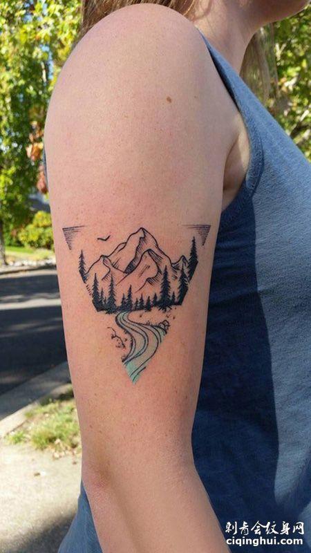 大好山河,女生大臂山脉纹身图案