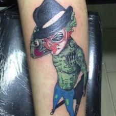 小腿绿色的社会猴纹身图案