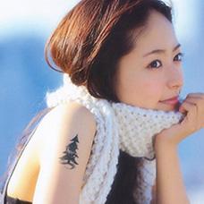 美女大臂圣诞树纹身图案