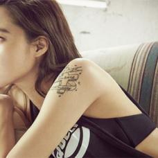 韩国女演员孔孝真手臂十字架纹身