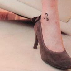 女生脚踝狮子座纹身图案