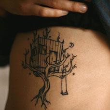 侧胸大树鸟笼纹身图案